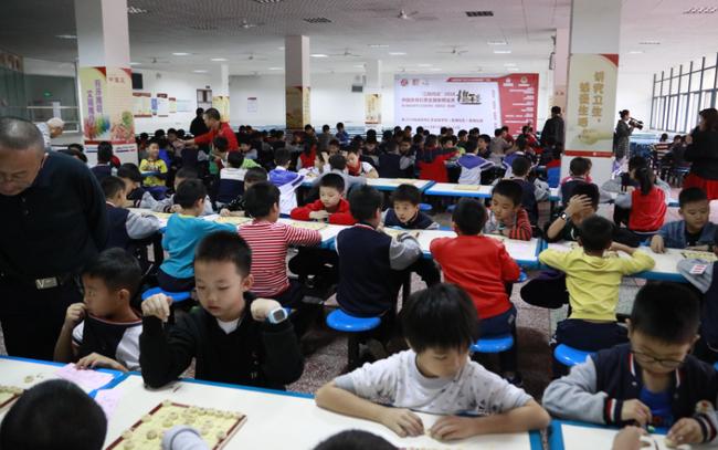 象棋业余棋王赛四川赛区 1340名小棋手对弈创新高