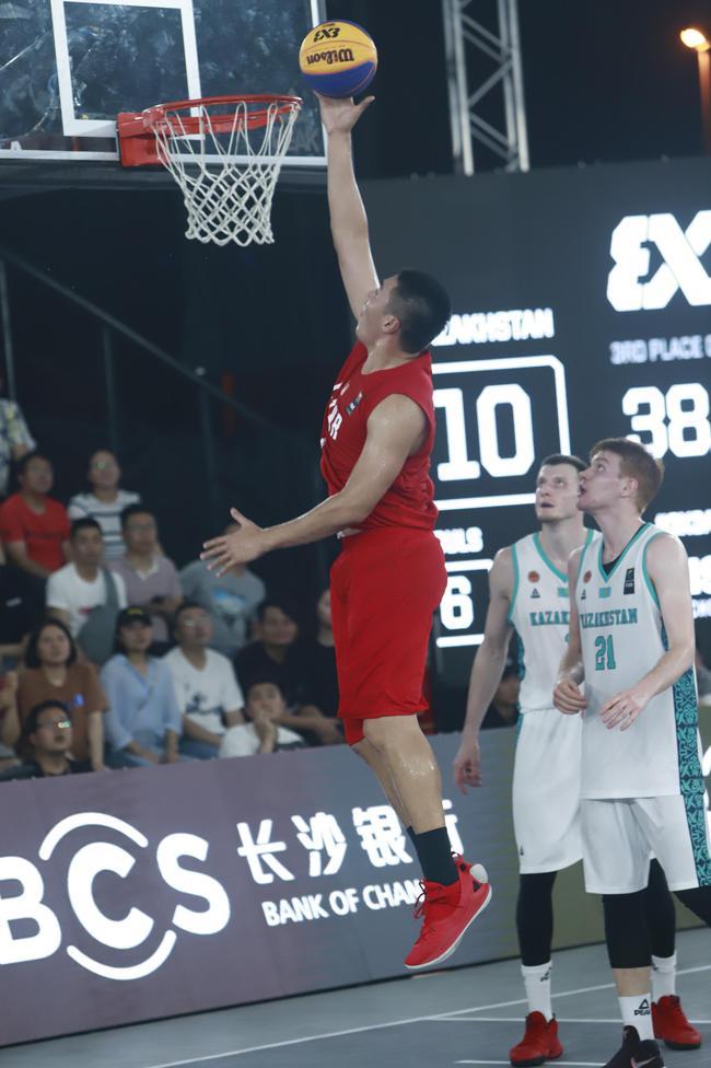 中国男队刘恒驿上篮