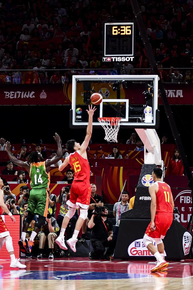 图5:TISSOT天梭表计时计分体系率领球迷感触感染篮球活动的磅礴热血