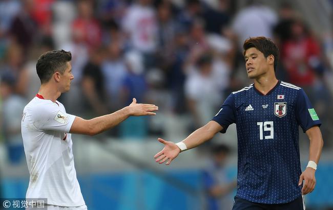 莱万祝贺日本晋级