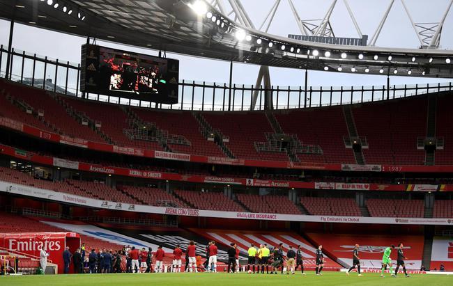 英超-冠军接连送礼 阿森纳半场2-1反超利物浦