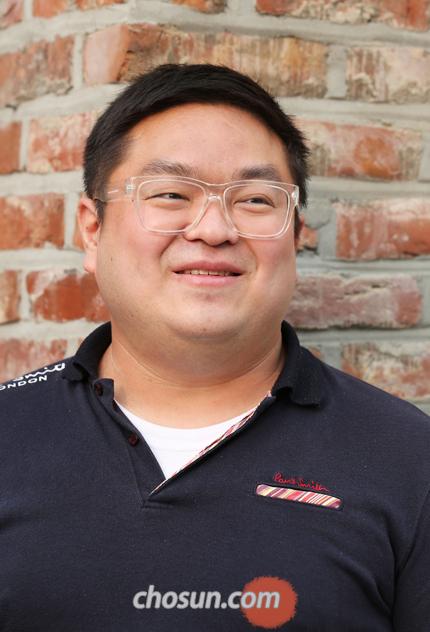 """年过三十,李昊承还能以100位开外的等级分连破朴廷桓、申旻埈。他认为""""通过AI学习,加强布局实力""""才是他的成功秘诀。"""