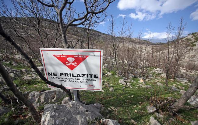 提示附近有地雷的标语