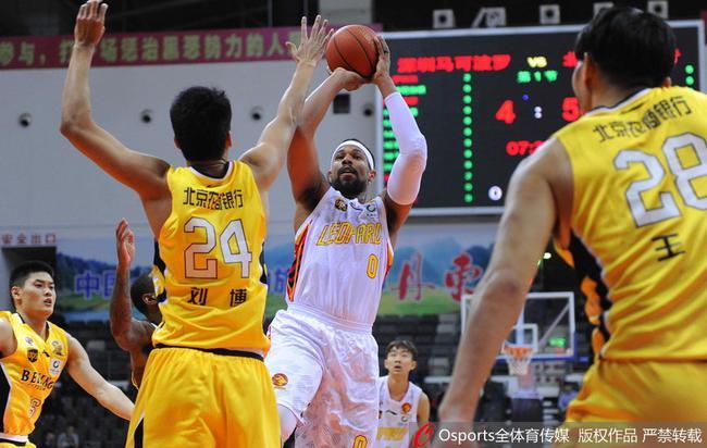CBA季前赛深圳击败北控,萨林杰得到24分
