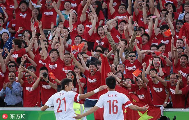 中国球迷等待英雄