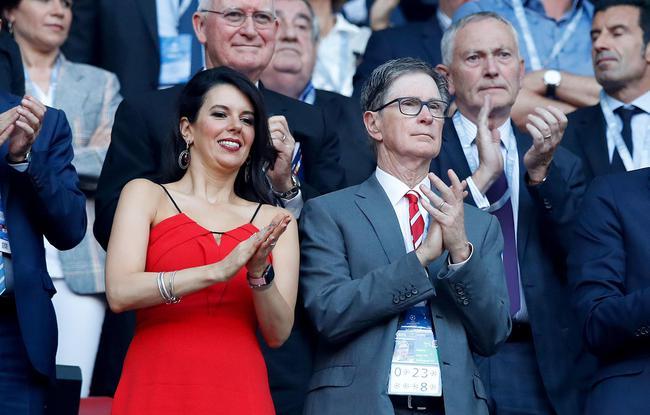 利物浦老板亨利携妻现场助威