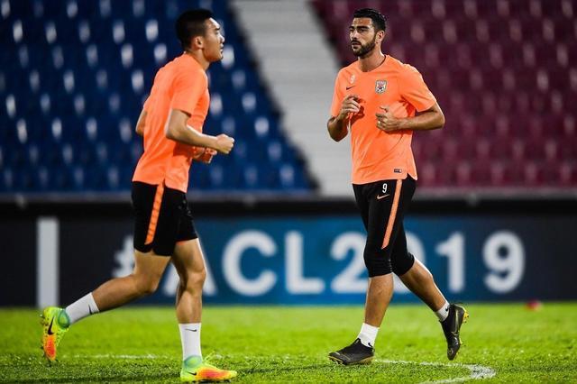 鲁能结束海外拉练回国 球员直言新助教带新战术