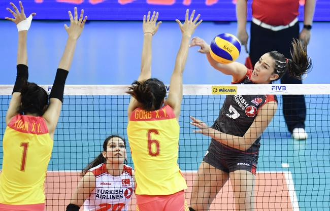 中国女排1-3告负
