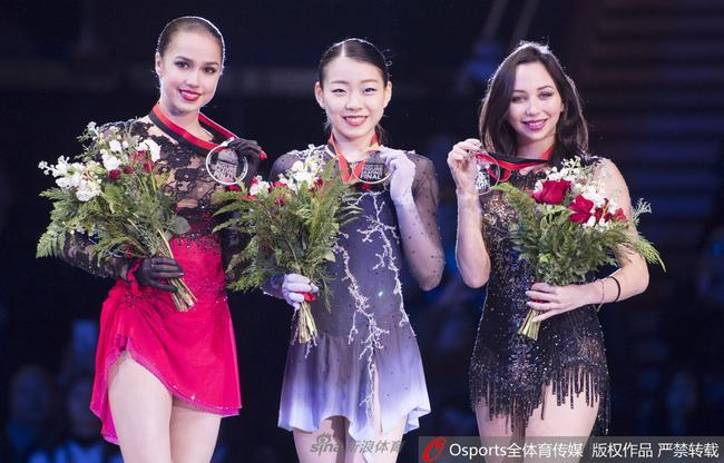 纪平梨花(中)和扎吉托娃(左)