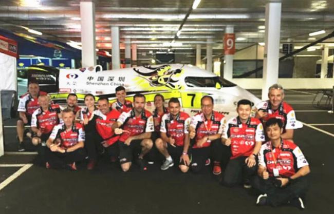 备战伦敦大奖赛――中国深圳天荣F1摩托艇队合影