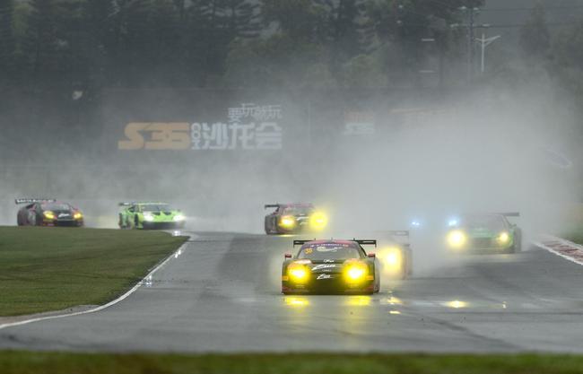 賽道英雄第一回合比賽-雨中過彎