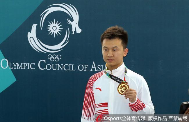 惠子程在亞運會上領獎