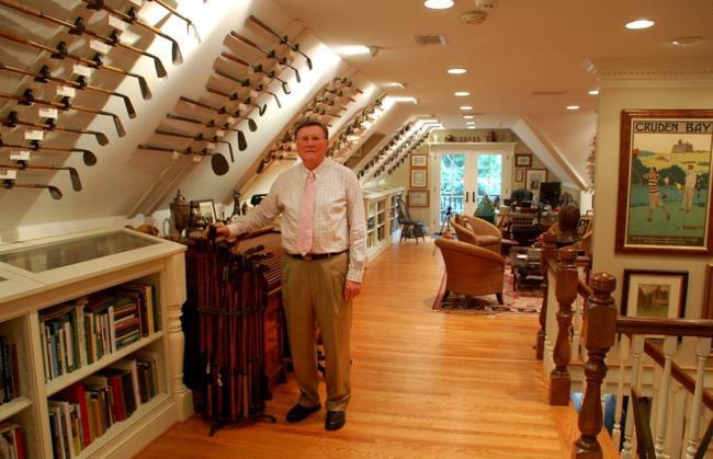 艾伦和他的部分收藏,照片选自迪克·麦克德诺2013年版《世界著名高尔夫藏品》和美国高尔夫传承协会2014年9月会刊