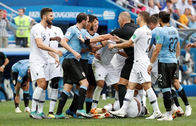 双方球员发生冲突