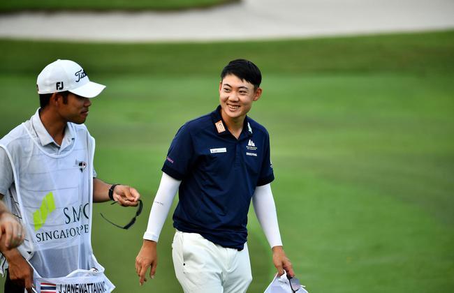 亚巡一哥夺新加坡公开赛次轮领先 梁文冲晋级决赛