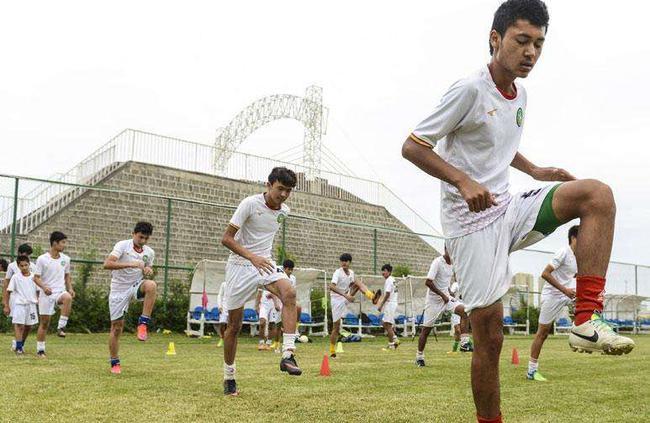 新疆小C罗&小梅西的足球梦 代表中国去踢世界杯