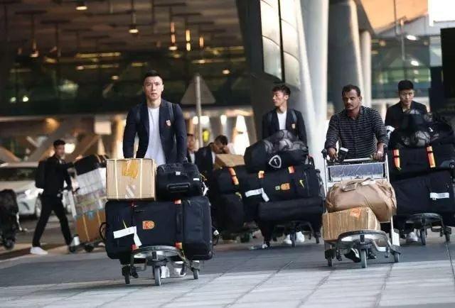 国足抵达多哈展开亚洲杯最后备战 下榻超五星酒店