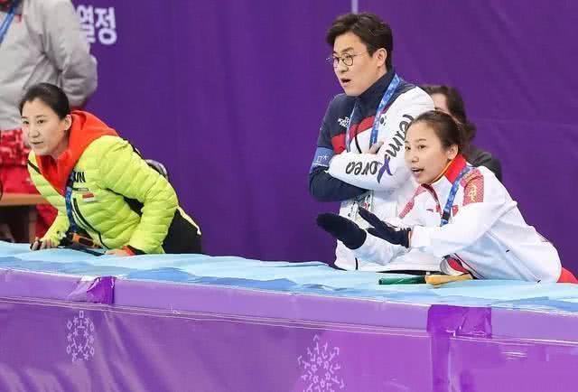 平昌冬奥会比赛资料图 张晶(左)与李琰(右)