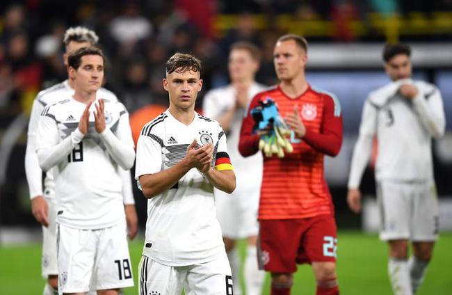 德國球員賽后致謝球迷