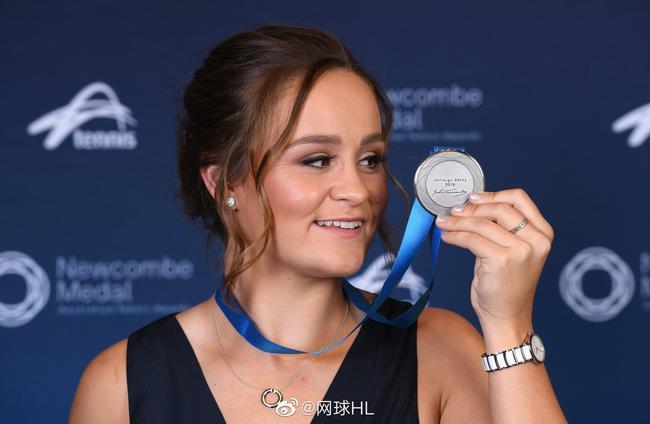 巴蒂连续三年获纽康比奖斯托瑟获得网球精神奖