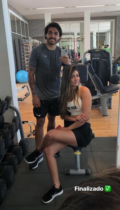 高拉特和妻子健身房锻炼