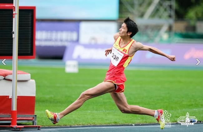 陈龙在男子跳高比赛中