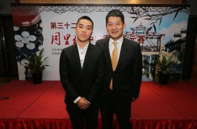 常昊(右)与本届天元赛挑战者谢科