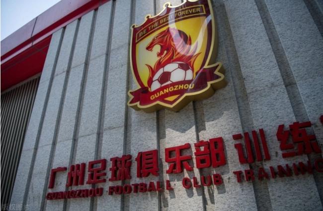记者:就算恒大欠薪了 广州队不可能下半赛季不踢