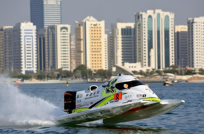 中国天荣队8号赛艇在阿布扎比大奖赛赛场进走解放演习