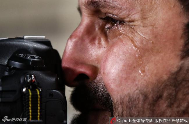 伊拉克摄影师在球队遭裁减后含泪事变