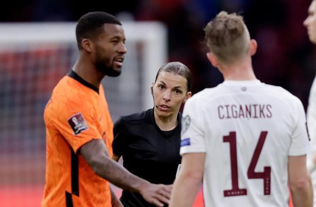 法国女裁判再创历史 男足世界杯预选赛首位女裁判