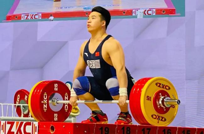杨哲书写新篇章 中国男举首登重量级世界纪录榜