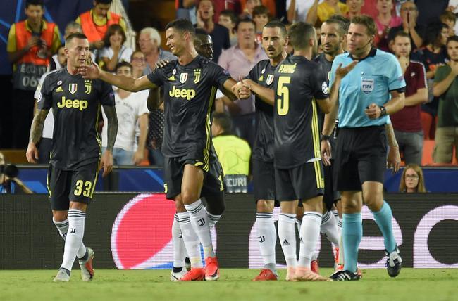 欧冠-尤文2-0 C罗欧冠第一次被罚下