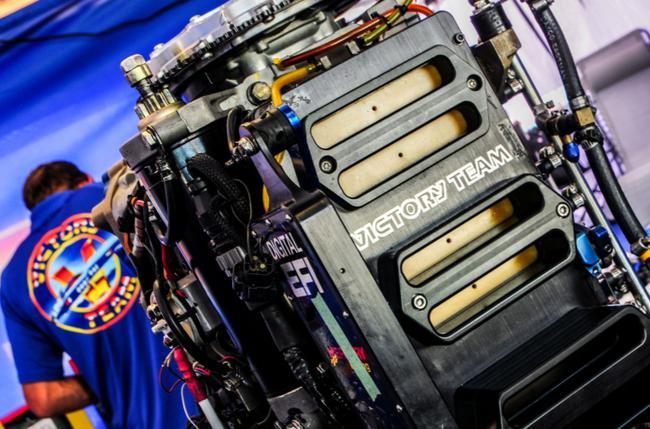 """发动机被称为F1摩托艇的""""动力之源"""",是赛手胜负的决定性因素"""