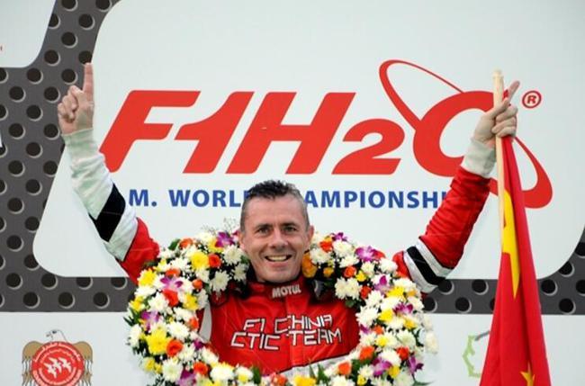 2014赛季,菲利普•洽培踏平哈立德��湖赛道取得冠军