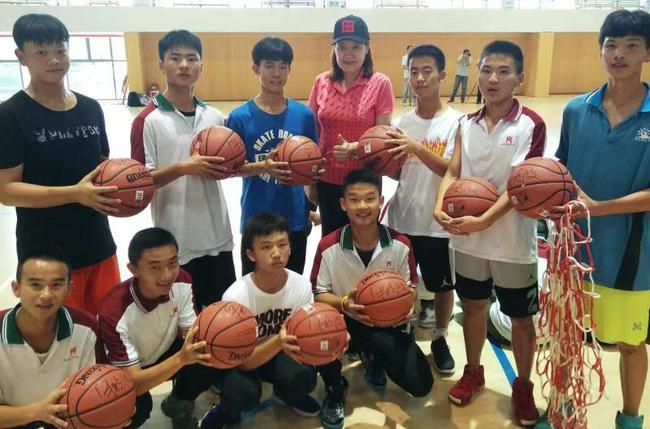 北京大学生篮球公益行活动寒假举