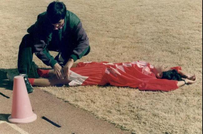 球员累得喘不上气