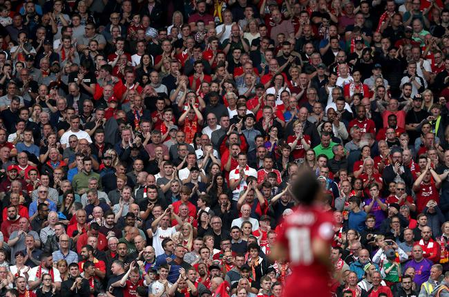 利物浦球迷为离场的萨拉赫欢呼