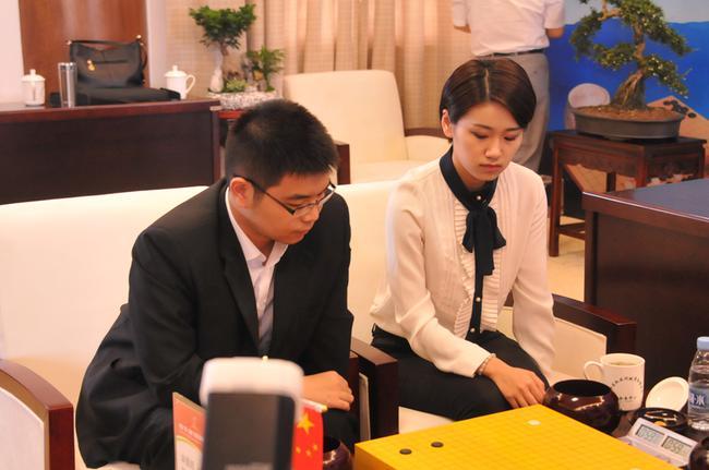 芈昱廷於之莹胜连笑高星 首夺三国混双赛冠军