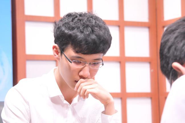龙星战柯洁连笑竞争第一人 期待双星闪耀国际