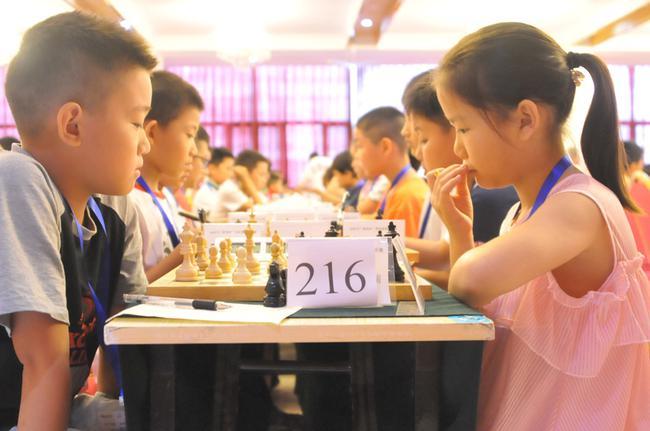 小棋手在比赛中