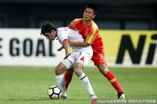 索莱霍夫轰无解世界波 国青0-1落后塔吉克斯坦|GIF