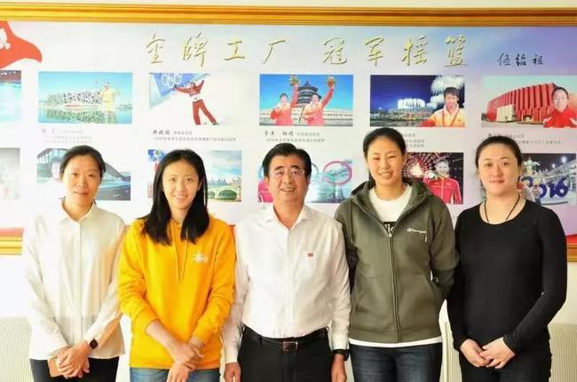 辽宁省体育局领导接见丁霞颜妮 刘亚男张越红陪同