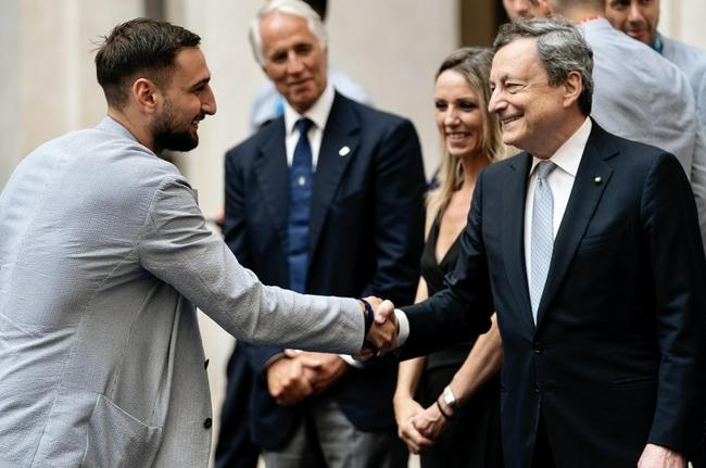 意总理会见欧洲冠军:你们把意大利置于欧洲中心 |GIF