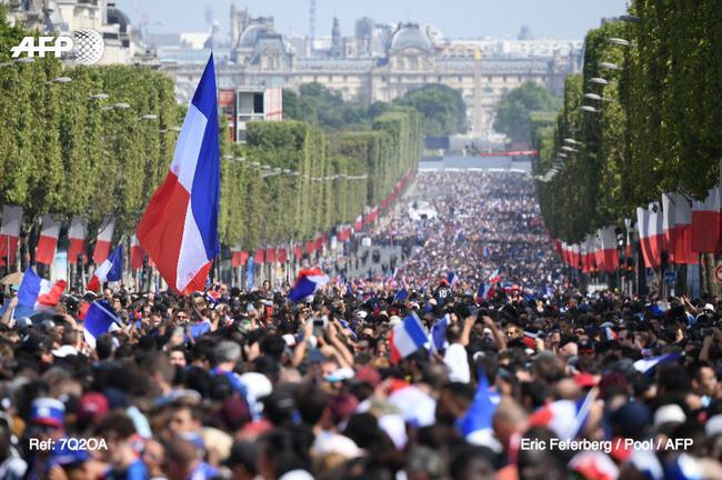 巴黎街头已经被挤爆了
