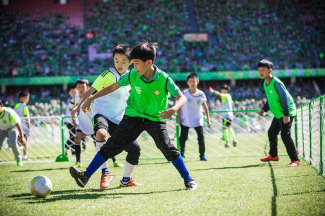 中赫直接参与校园足球普及工作 首期投资1600万
