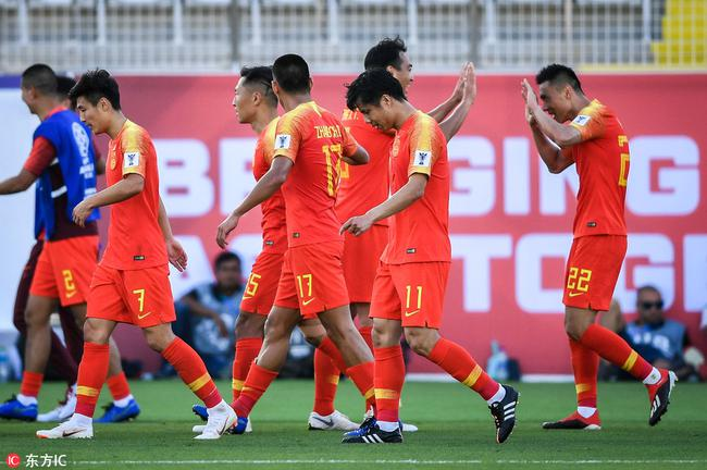 亚洲杯于大宝救主对方送礼 国足2-1逆转取开门红