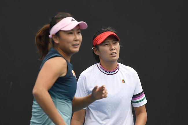 彭帅和杨钊煊在比赛中