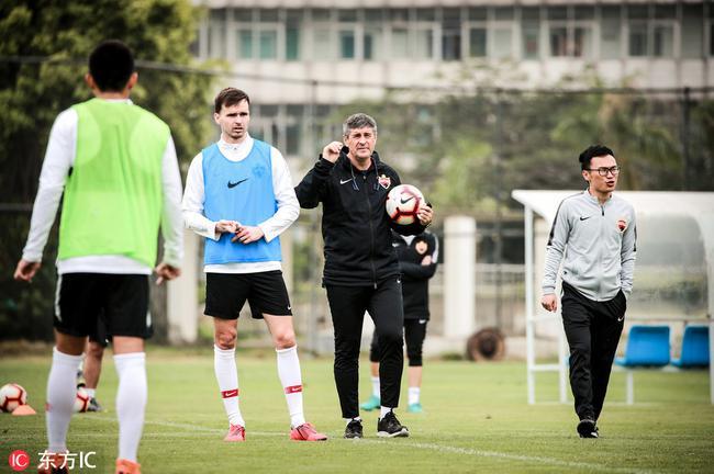 深圳用整体足球对抗中超强敌 拉维奇受伤困扰华夏