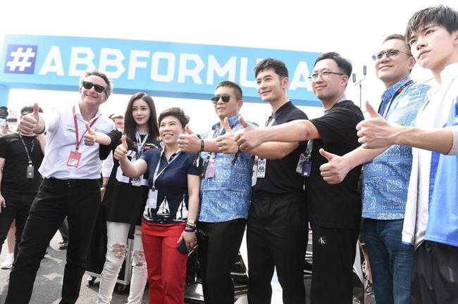 新浪董事长兼CEO、微博董事长曹国伟与多位名人明星共同出席FE三亚站比赛